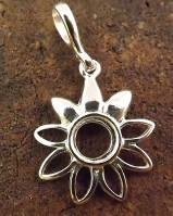 Unset Silver Daisy Pendant For 7mm Stone