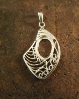 Silver wire style pendant mount for 18x13