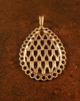Beaufifull pear shape pendant  for stone appox 30x20