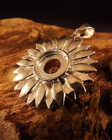 Silver daisy pendant for 10mm stone