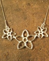Three Stone Flower Necklate 5mm and 4mm