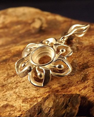 Silver Flower Pendant Mount For 6mm Stone