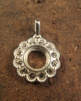 Stunning Pendant Setting For a 10mm Wth cz Stones Around The Outside