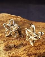 Pretty Flower Stud For 4mm Stone