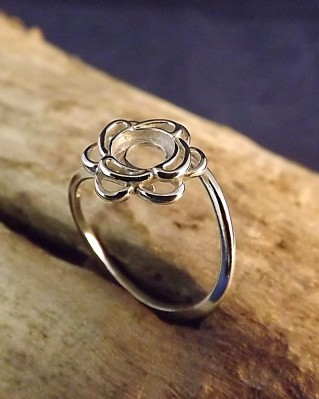 Silver Flower Twist Ring For 6mm Cabochon