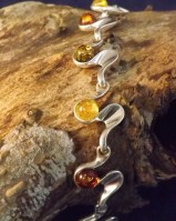 curvy bracelet with amber
