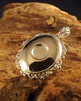 Oval Locket With Lovely Frill Edge For 6mm stone
