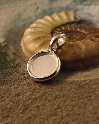 Simple Double Sided Pendant For 10mm Cabochon or Resin