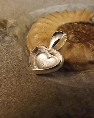 Solid Back Heart Pendant Suitable For Use With Resin
