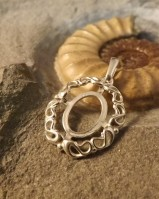 SILVER PENDANT APPROX 10X12