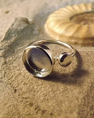 Adjustable Silver Ring With Bezel For 10MM Cabochon Or Resin