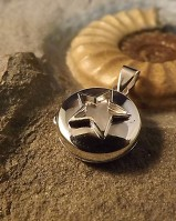 Round Locket With Star Suitable For Use With Resin