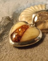 HEART PENDANT WITH AMBER