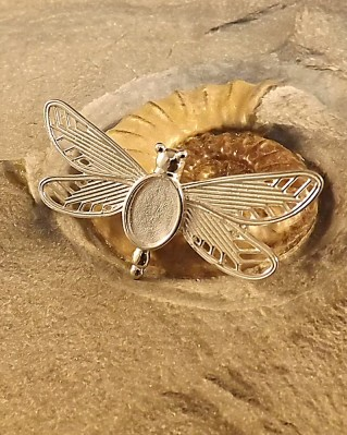 Silver Dragonfly Brooch to fit 10x8 cabochon or resin